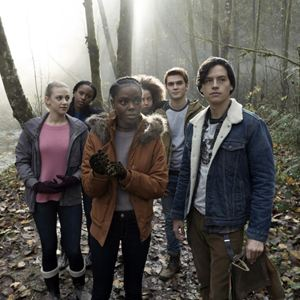 Photo Asha Bromfield, Ashleigh Murray, Cole Sprouse, Hayley Law, K.J. Apa