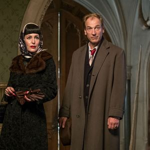 Crooked House : Photo Gillian Anderson, Julian Sands