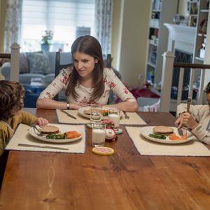 L'Ombre d'Emily : Photo Anna Kendrick, Ian Ho, Joshua Satine