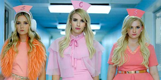 Scream Queens : la saison 2 peut-elle sauver la série avec Emma Roberts et Jamie Lee Curtis ?