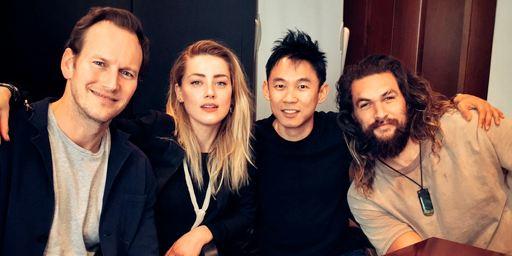 Aquaman : Jason Momoa et Amber Heard réunis autour du réalisateur