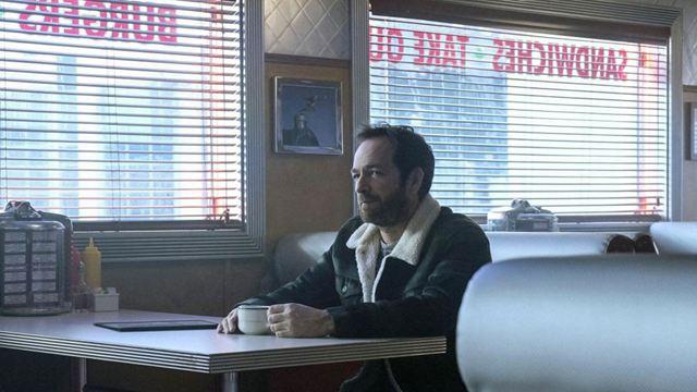 Riverdale : la production en pause suite au décès de Luke Perry, quel avenir pour son personnage ?