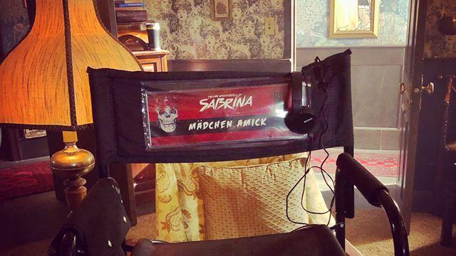 Riverdale : la mère de Betty sur le tournage de Sabrina pour un crossover ?