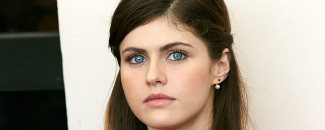 Qui est alexandra daddario la sauveteuse sexy de baywatch adaptation cin d 39 alerte malibu - Actrice yeux bleus ...