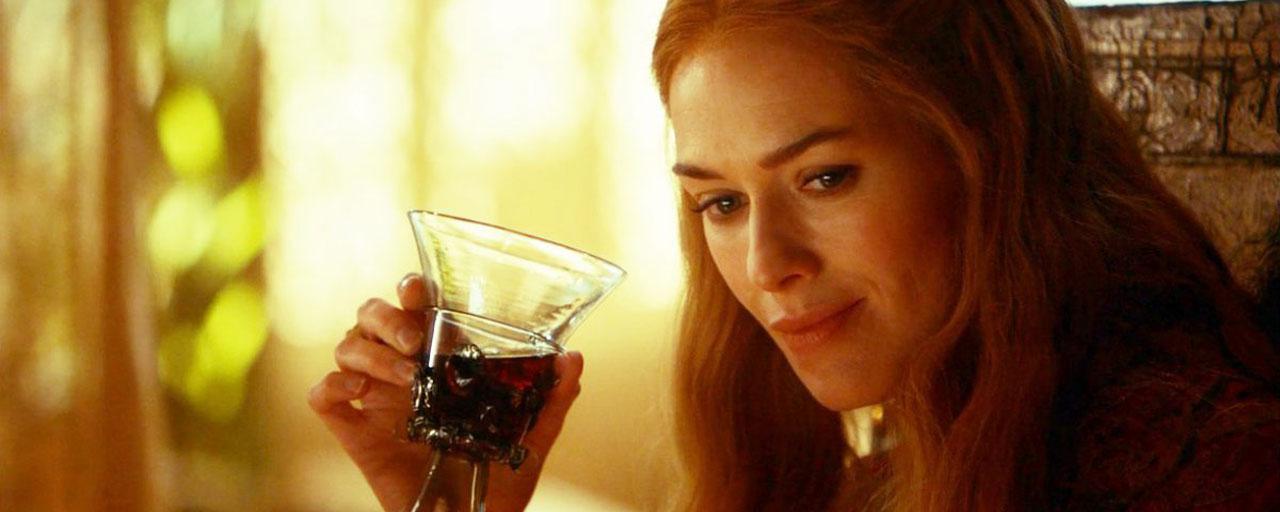 Pourquoi les femmes dans les séries boivent si souvent du vin, de Cersei Lannister à Olivia Pope ?
