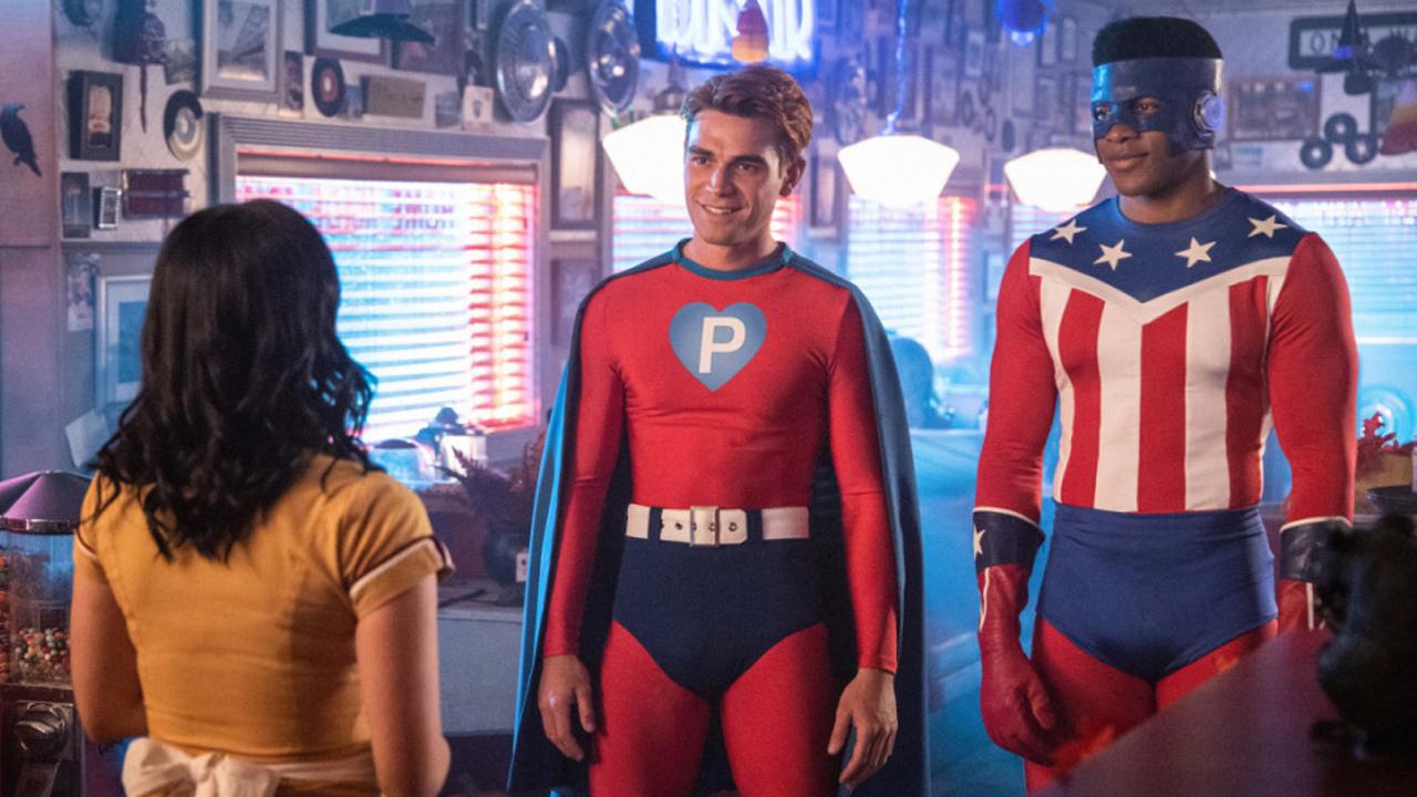 Riverdale saison 4 : Archie en super-héros sur les photos de l'épisode d'Halloween