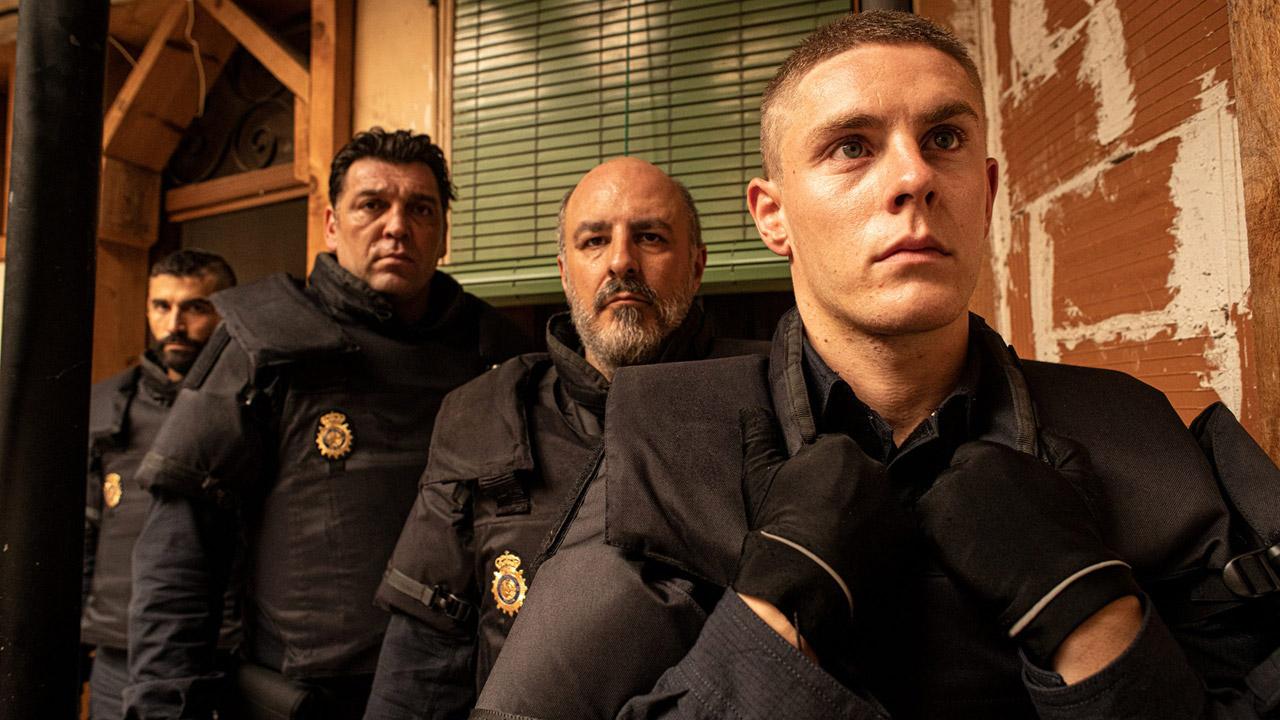 """Antidisturbios sur Canal+ : """"J'ai filmé la police anti-émeutes car c'est la moins connue dans la fiction et la plus intimidante"""""""