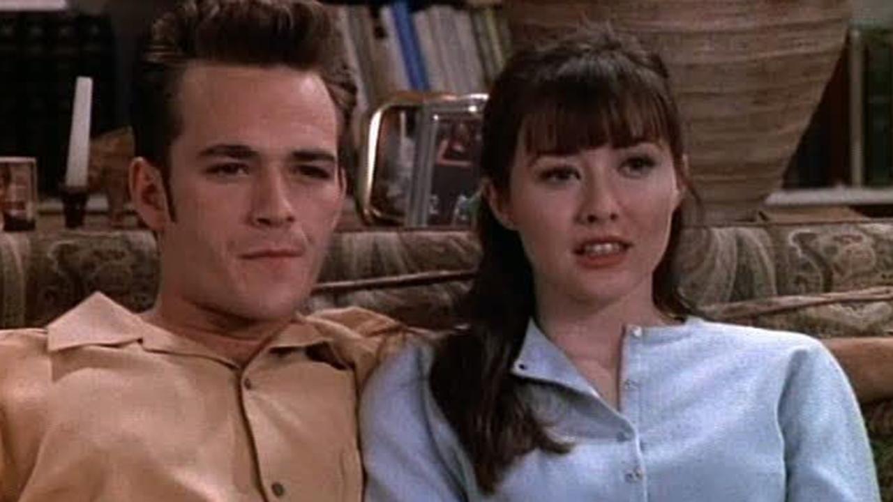 Beverly Hills : le créateur revient sur la scène de sexe polémique entre Brenda et Dylan