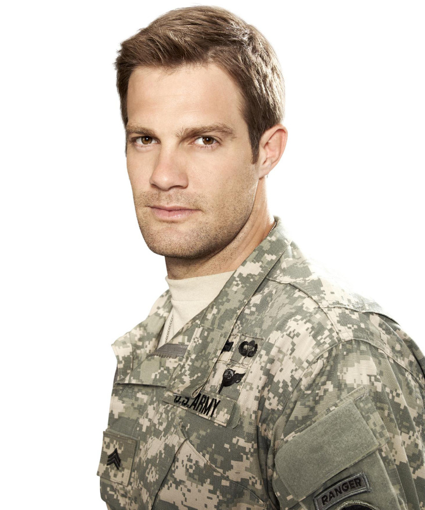 Enlisted : Photo Geoff Stults - 17 sur 24 - AlloCiné Geoff Stults Enlisted