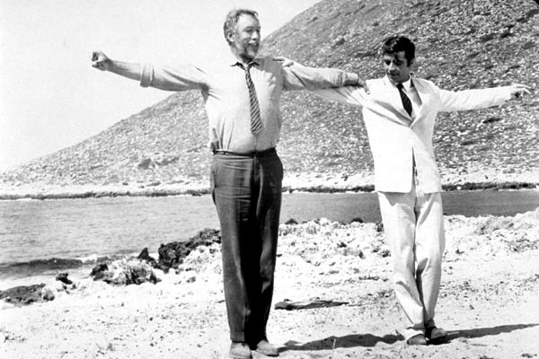 Zorba le Grec : Photo Alan Bates, Anthony Quinn, Michael Cacoyannis