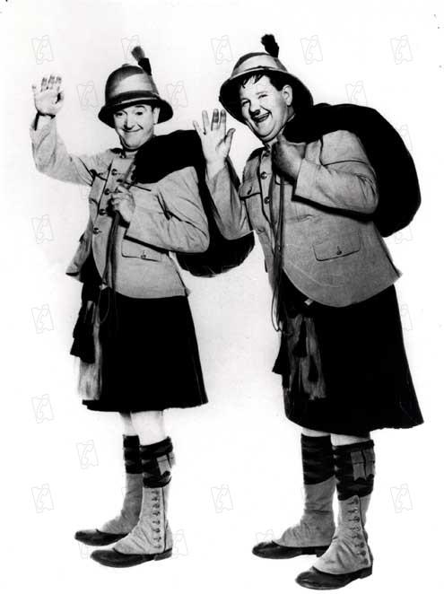 Bons pour le service : Photo James W. Horne, Oliver Hardy, Stan Laurel