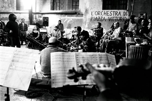 L'Orchestra : Photo Agostino Ferrente