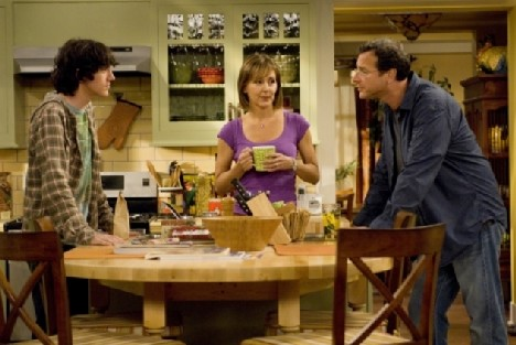 Surviving Suburbia : Photo Bob Saget, Cynthia Stevenson, Jared Kusnitz