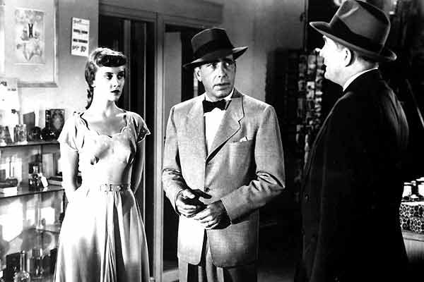 La Femme à abattre : Photo Adelaide Klein, Bretaigne Windust, Humphrey Bogart, Raoul Walsh
