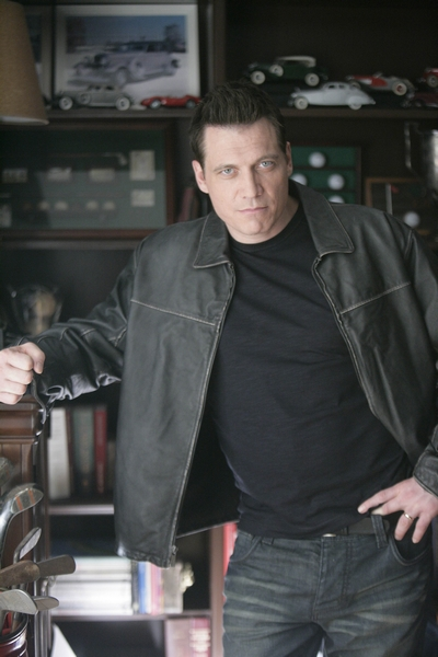 Lights Out : Photo Holt McCallany