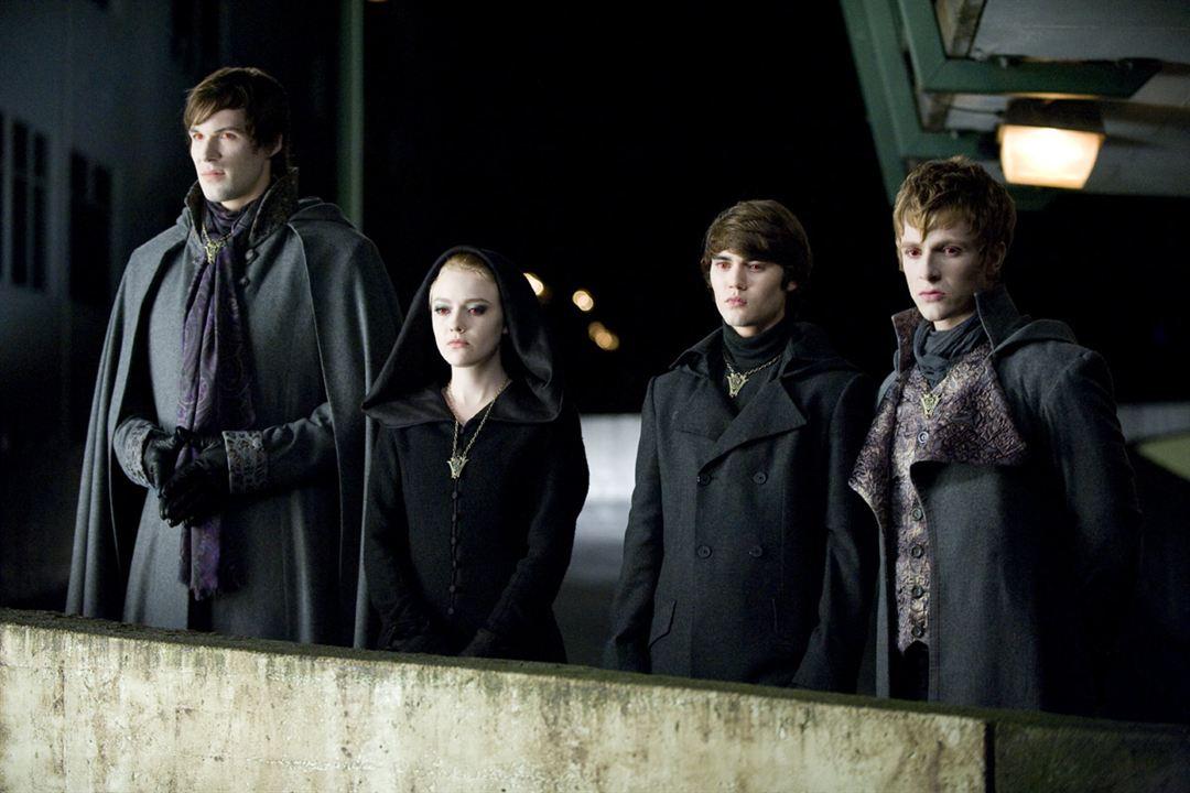 Twilight - Chapitre 3 : hésitation : Photo Cameron Bright, Charlie Bewley, Dakota Fanning, Daniel Cudmore, David Slade