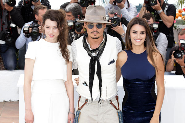 Pirates des Caraïbes : la Fontaine de Jouvence : Photo promotionnelle Astrid Bergès-Frisbey, Johnny Depp, Penélope Cruz, Rob Marshall