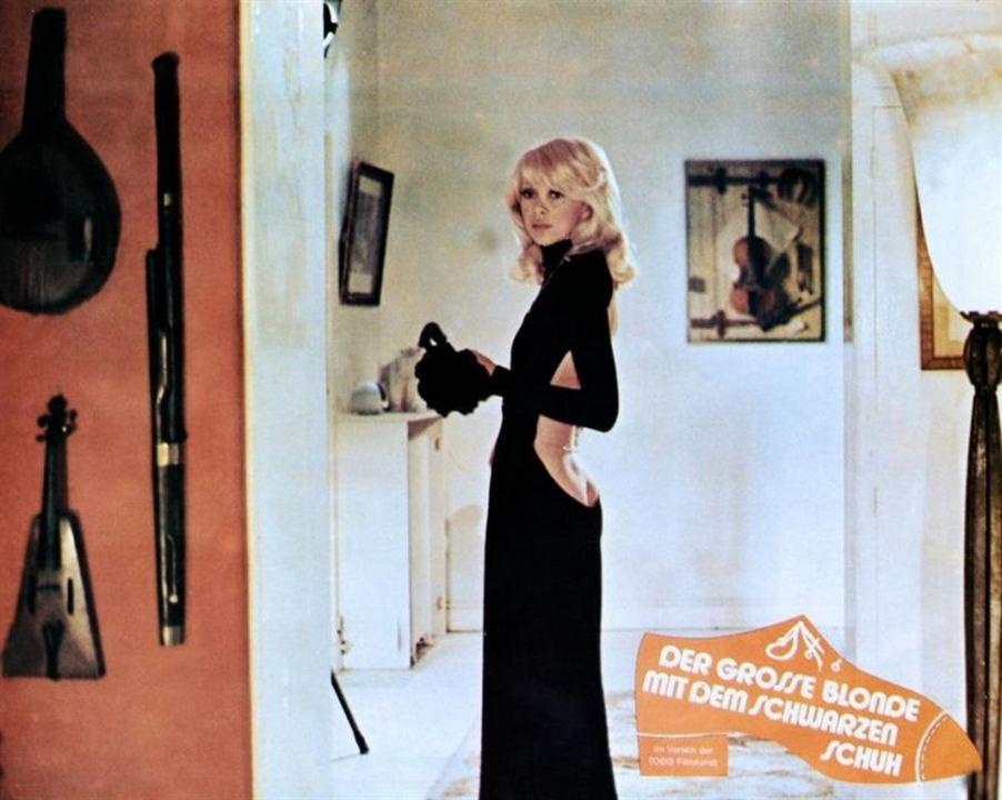 Le Grand Blond avec une chaussure noire : Photo Mireille Darc