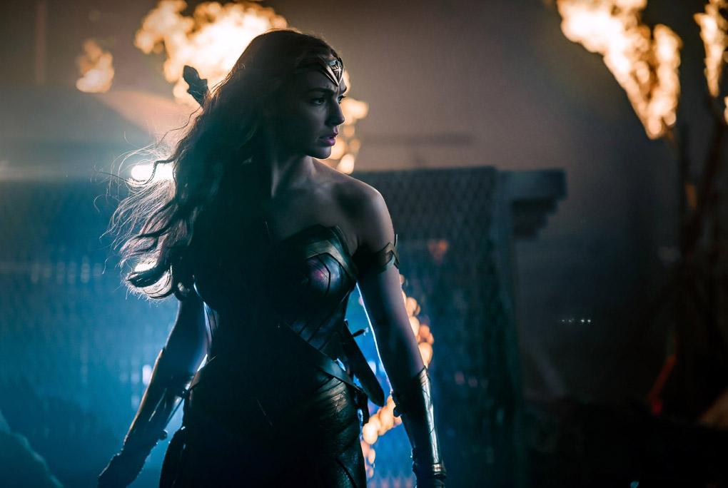 La Wonder Woman Gal Gadot prend la pose