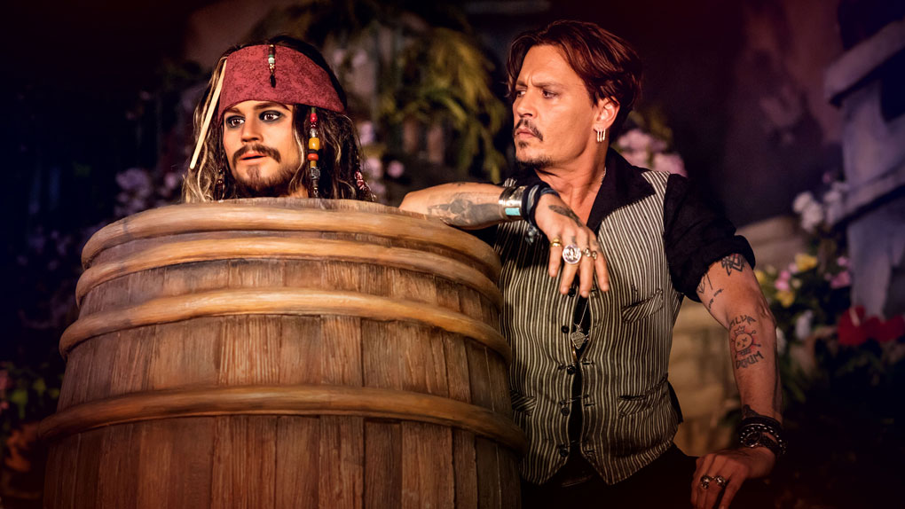 johnny depp d couvre la nouvelle attraction pirates des cara bes de disneyland paris allocin. Black Bedroom Furniture Sets. Home Design Ideas