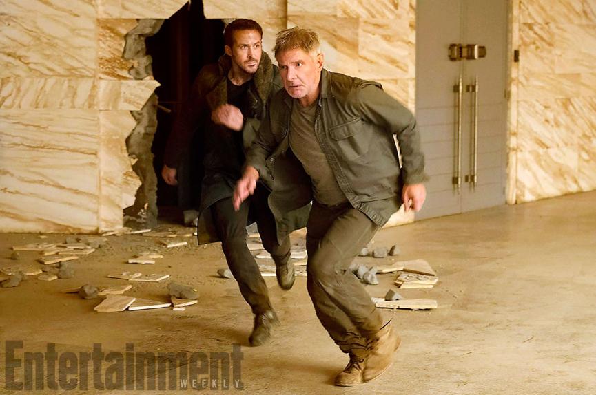 L'agent K (Ryan Gosling) et Rick Deckard (Harrison Ford) font la course