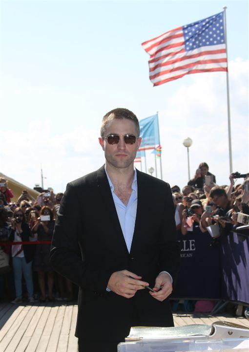 Robert Pattinson sous le feu des projecteurs