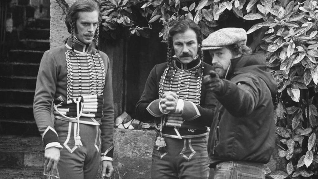 """Keith Carradine, Harvey Keitel et Ridley Scott, sur le tournage des """"Duellistes"""" (1977)"""