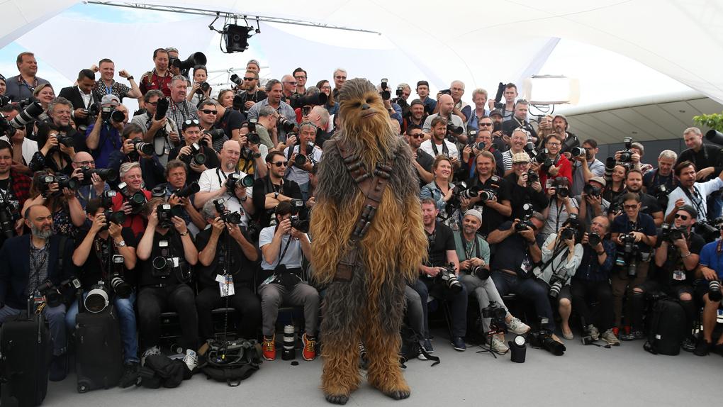 """Chewbacca au photocall de """"Solo"""""""