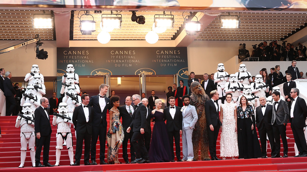 """L'équipe de """"Solo : A Star Wars Story"""" sur le tapis rouge"""
