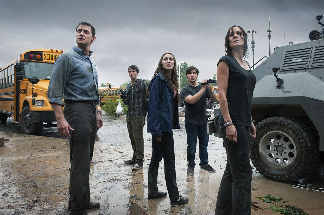 Black Storm : Photo Alycia Debnam-Carey, Jeremy Sumpter, Nathan Kress, Richard Armitage, Sarah Wayne Callies