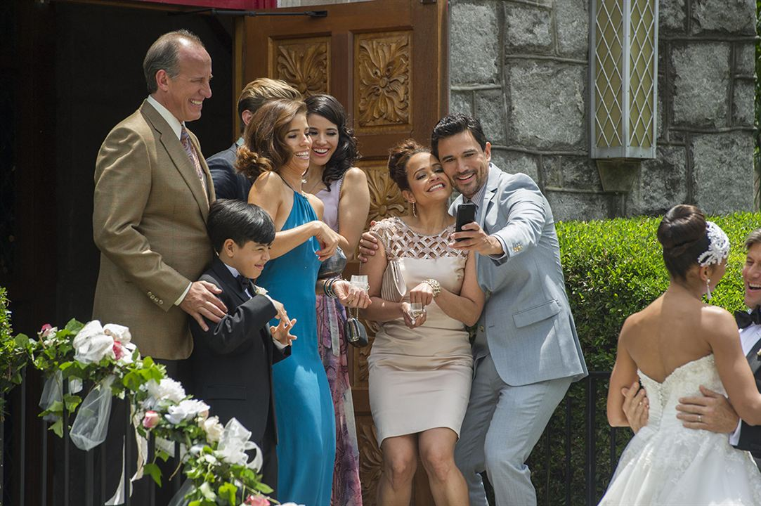 Photo Alex Fernandez, Ana Ortiz, Dania Ramirez, Edy Ganem, Grant Show