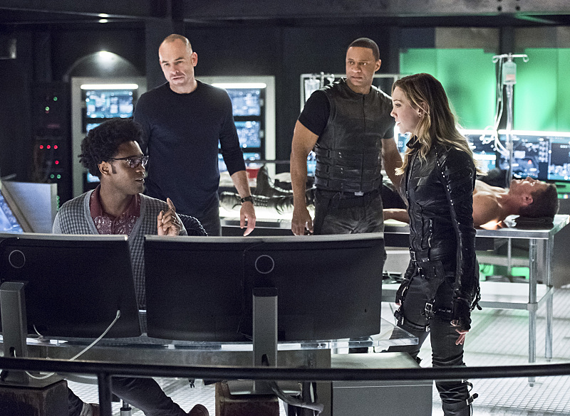 Photo David Ramsey, Echo Kellum, Katie Cassidy, Paul Blackthorne, Stephen Amell