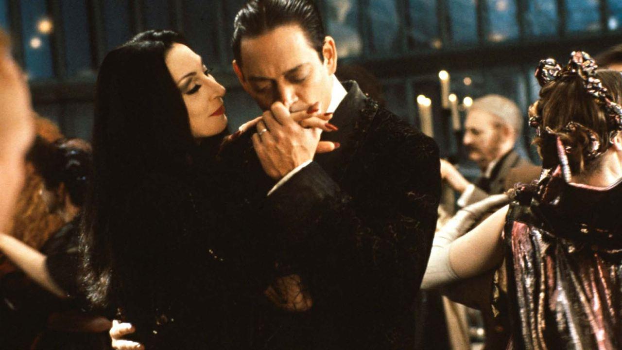 La Famille Addams : Photo Anjelica Huston, Raúl Julia