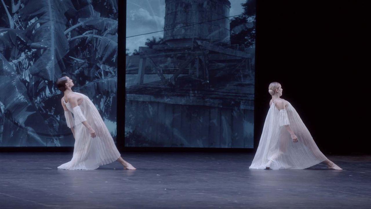 Dans les pas de Trisha Brown - Glacial Decoy à l'Opéra : Photo