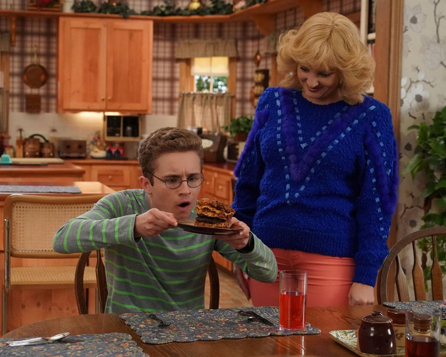 Photo Sean Giambrone, Wendi McLendon-Covey