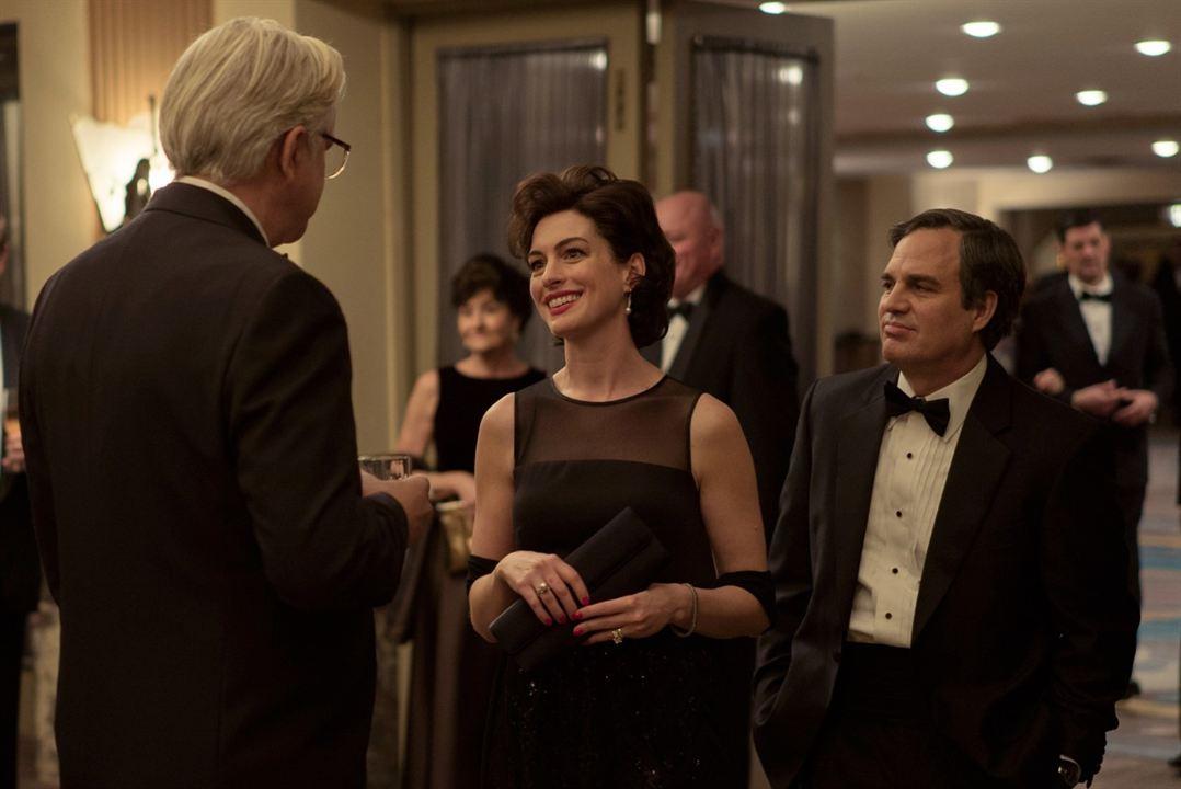 Dark Waters : Photo Anne Hathaway, Mark Ruffalo, Tim Robbins