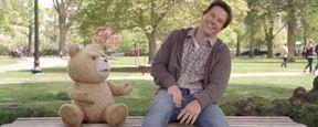 Ted fait de drôles de choses sur l'affiche de la suite