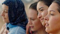 """Papicha : """"Une femme qui se bat pour son indépendance pendant la décennie noire en Algérie"""""""