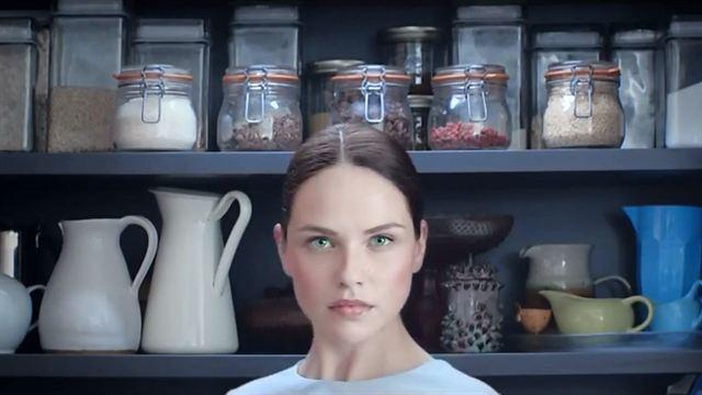 humans saison 2 carrie anne moss rejoint l 39 adaptation de real humans news s ries allocin. Black Bedroom Furniture Sets. Home Design Ideas