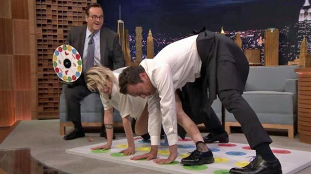 Kristen Stewart fait du Twister contre Jimmy Fallon