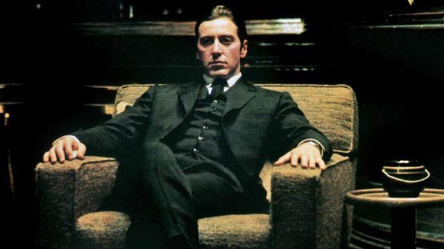 """Francis Ford Coppola apparaît par erreur dans """"Le Parrain 2"""". Vous en doutez ? Michel & Michel ne craignent ni les balles, ni la mafia, ni la famille Corleone et dévoilent la vérité."""