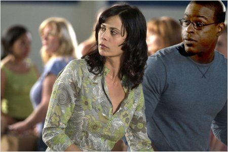 American Wives : Photo Catherine Bell, Sterling K. Brown