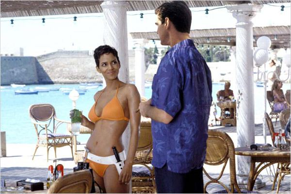 Meurs un autre jour : photo Halle Berry, Ian Fleming, Lee Tamahori, Pierce Brosnan