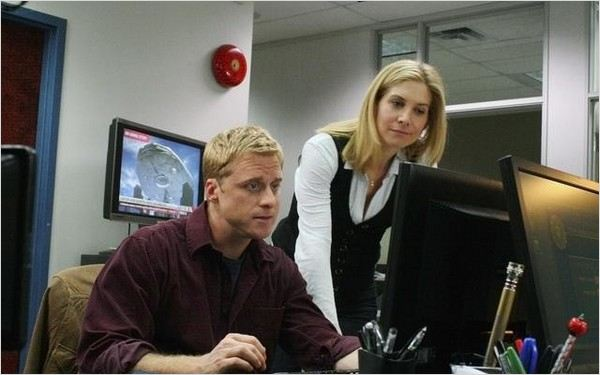 V (2009) : photo Alan Tudyk, Elizabeth Mitchell