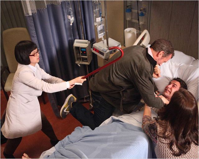 Dr House : photo Charlyne Yi, Hugh Laurie, Skylar Astin