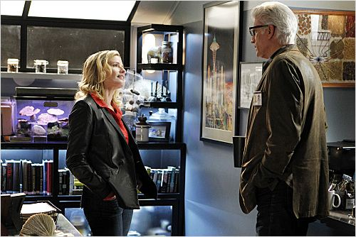 Les Experts : photo Elisabeth Shue, Ted Danson