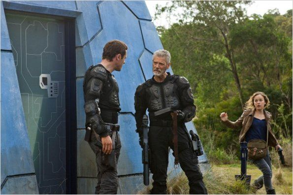 Terra Nova : photo Allison Miller, Jason O&#39;Mara, Stephen Lang
