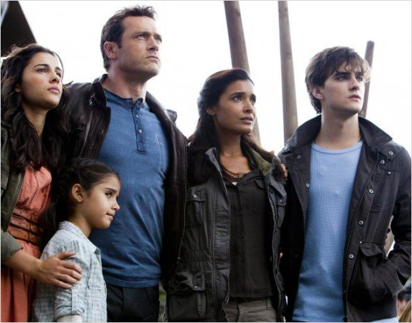 Photo Alana Mansour, Christine Adams, Jason O'Mara, Landon Liboiron, Shelley Conn