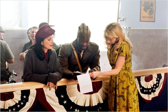 Photo Aldis Hodge, Beth Riesgraf, Gina Bellman
