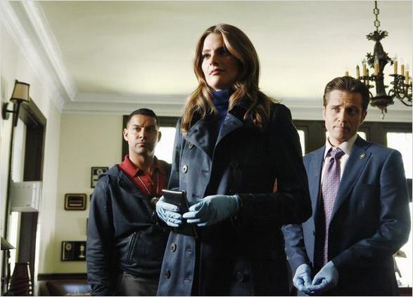 Castle : photo Jon Huertas, Seamus Dever, Stana Katic